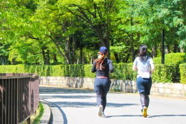 【新型コロナ】ウォーキング・ジョギング中は2m間隔では危険!飛沫感染リスクを減らすには何メートルの間隔が必要?