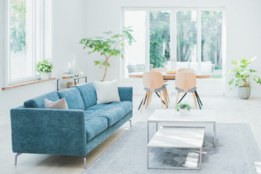 【新型コロナ】Airbnb(エアビーアンドビー)が25%の1900人を解雇。幹部も50%の給与カット!